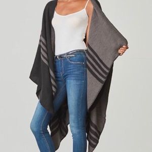 BB Dakota Poncho/Cape Black And Gray Reversible
